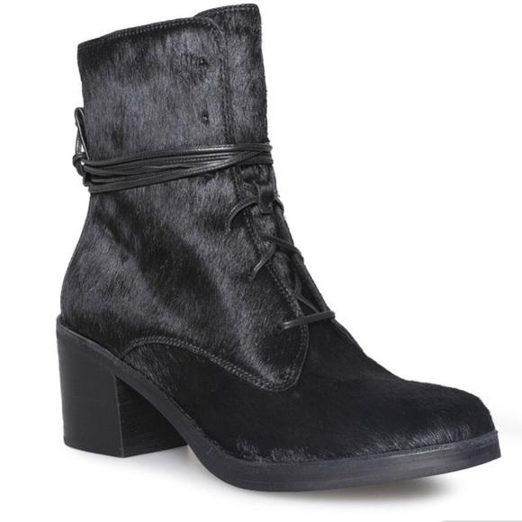 1edd67b1698 UGG Oriana Exotic Black Boots SZ 8 EU39 Black